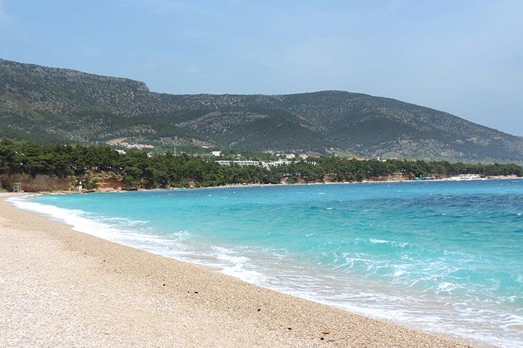 Zlatni Rat, a paradisíaca praia de Bol, na Croácia (Foto: Esse Mundo É Nosso)