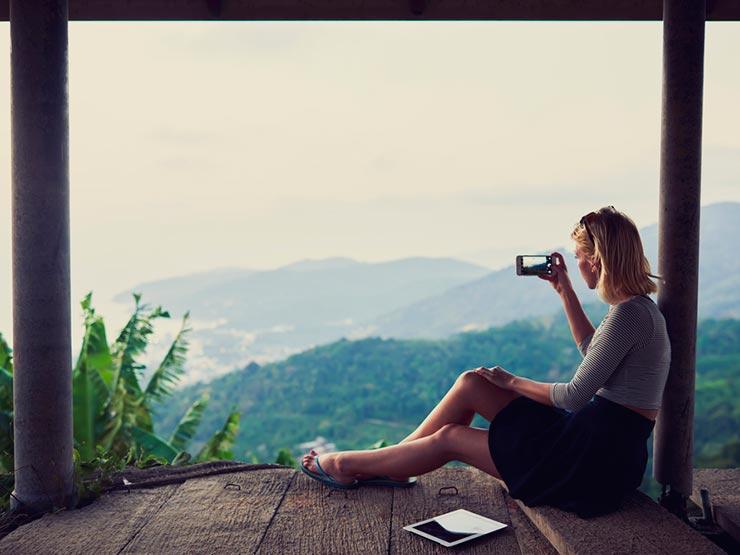 Viajar para ter curtidas (Foto: Shutterstock)