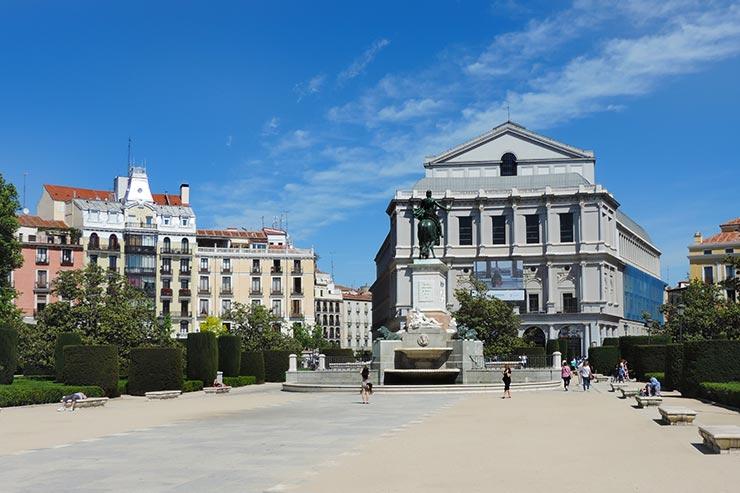 O que fazer em Madrid: Plaza Oriente (Foto: Esse Mundo É Nosso)