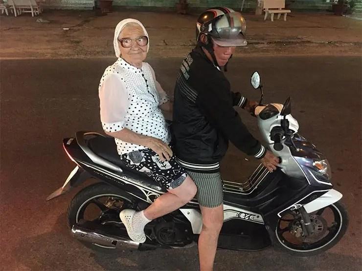 Essa vovó russa de 89 anos decidiu viajar o mundo sozinha (Reprodução/Facebook Ekaterina Papina)