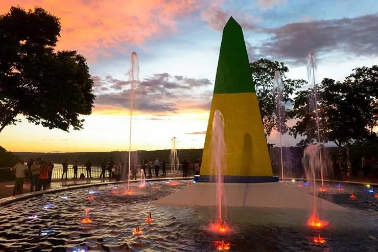 Marco das Três Fronteiras no pôr do sol (Foto: Divulgação)