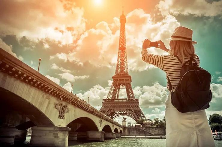 Empresa busca candidatos pra viajar o mundo por um ano e salário de 2500 euros (Foto via Shutterstock)