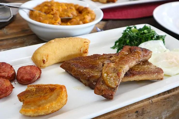 Comida mineira do restaurante Dona Mucama (Foto: Esse Mundo é Nosso)