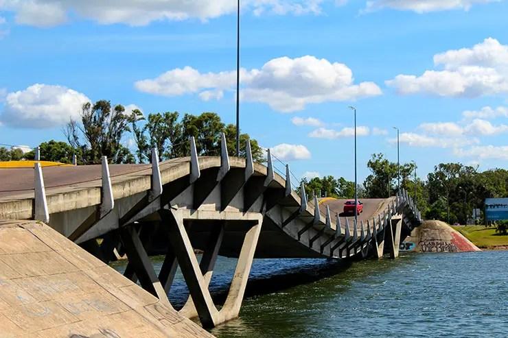 Roteiro de carro no Uruguai - Ponte Ondulada (Foto: Esse Mundo é Nosso)