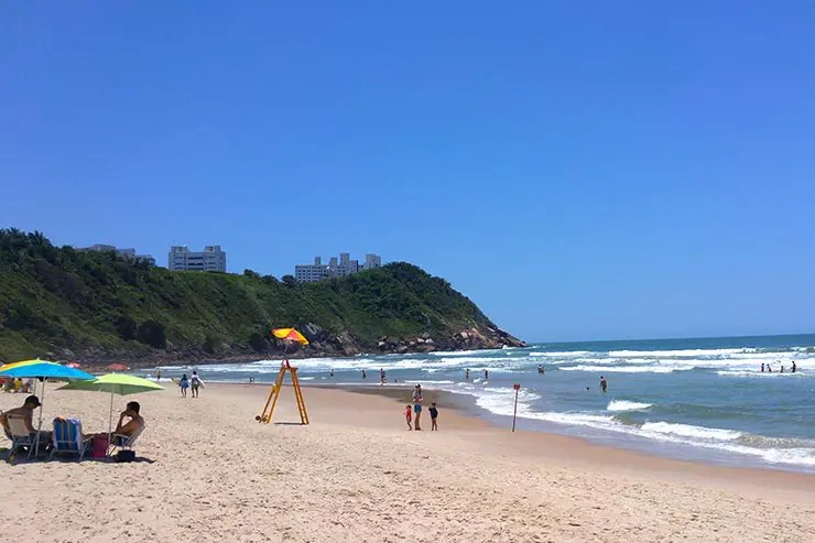 Onde ficar no Guarujá: Dicas de hotéis e onde se hospedar - Praia do Tombo (Foto: Esse Mundo É Nosso)
