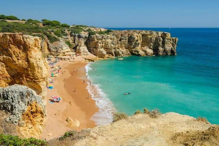 Roteiro no Algarve, Portugal - Praia do Coelho em Albufeira (Foto via Shutterstock)