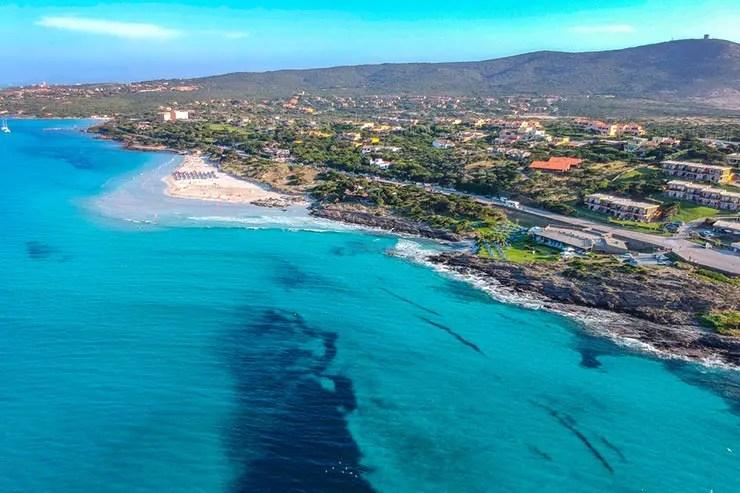 Praia La Pelosa, Itália (Foto Por BNFWork via Shutterstock)