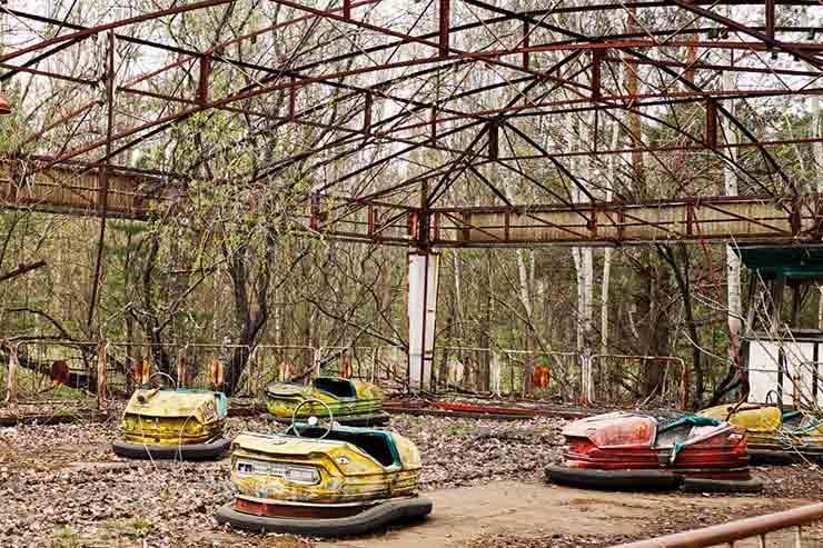 Antigo parque na área de exclusão de Pripyat, Ucrânia (Por Ksenia Lada via Shutterstock)