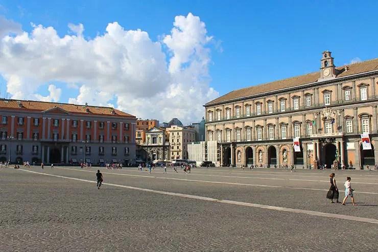 Onde ficar em Nápoles: Piazza del Plebiscito (Foto: Esse Mundo É Nosso)