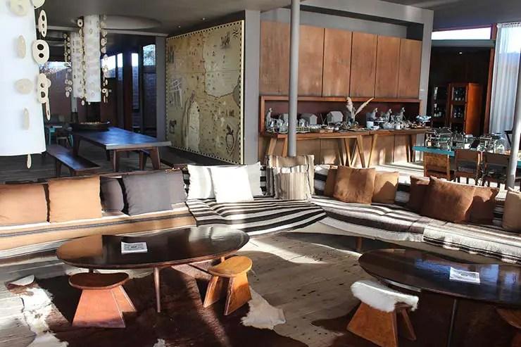 Área do lobby e do bar (Foto: Esse Mundo É Nosso)