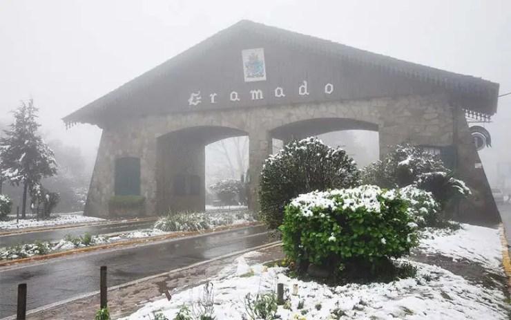 Portal de Gramado com neve (Reprodução/YouTube)