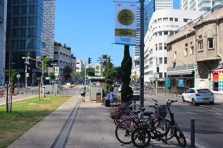 Onde ficar em Tel Aviv: Boulevard Rothschild (Foto: Esse Mundo É Nosso)