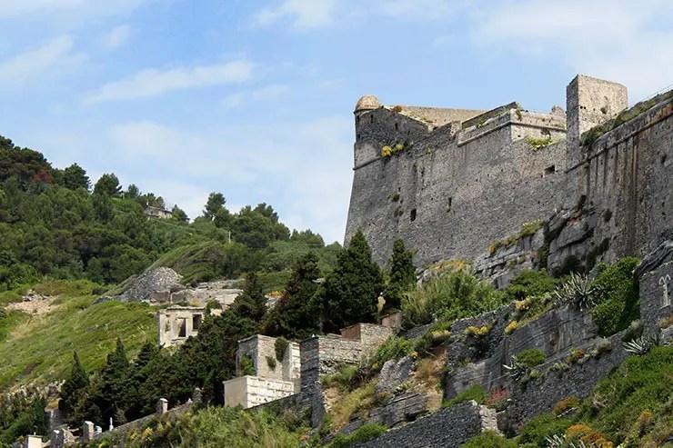 Fortaleza e Castelo Doria: vista da Gruta Byron (Foto: Esse Mundo É Nosso)