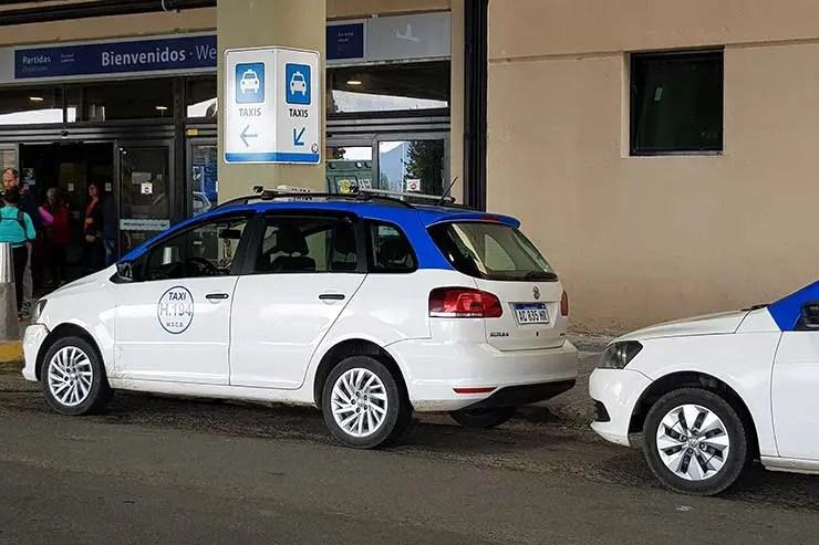 Táxi no aeroporto de Bariloche (Foto: Esse Mundo É Nosso)