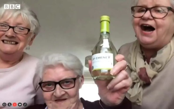 Vovós encaram juntas quarentena com vinho e gargalhadas (Reprodução/BBC)