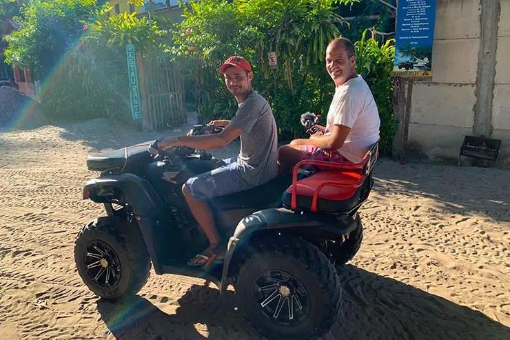Quadriciclo na Ilha de Boipeba (Foto: Esse Mundo é Nosso)