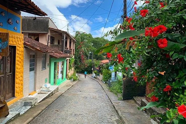 Rua de Boipeba que vai até o local de onde saem os barcos (Foto: Esse Mundo é Nosso)