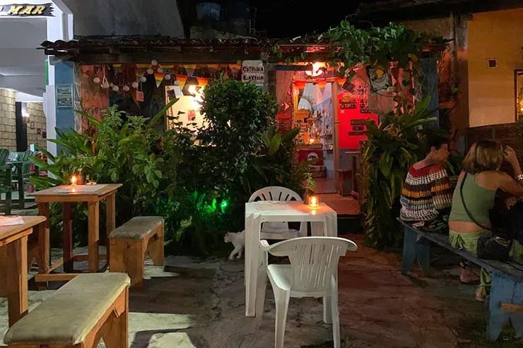 Mesas com velas na entrada da Casinha Latina (Foto: Esse Mundo é Nosso)