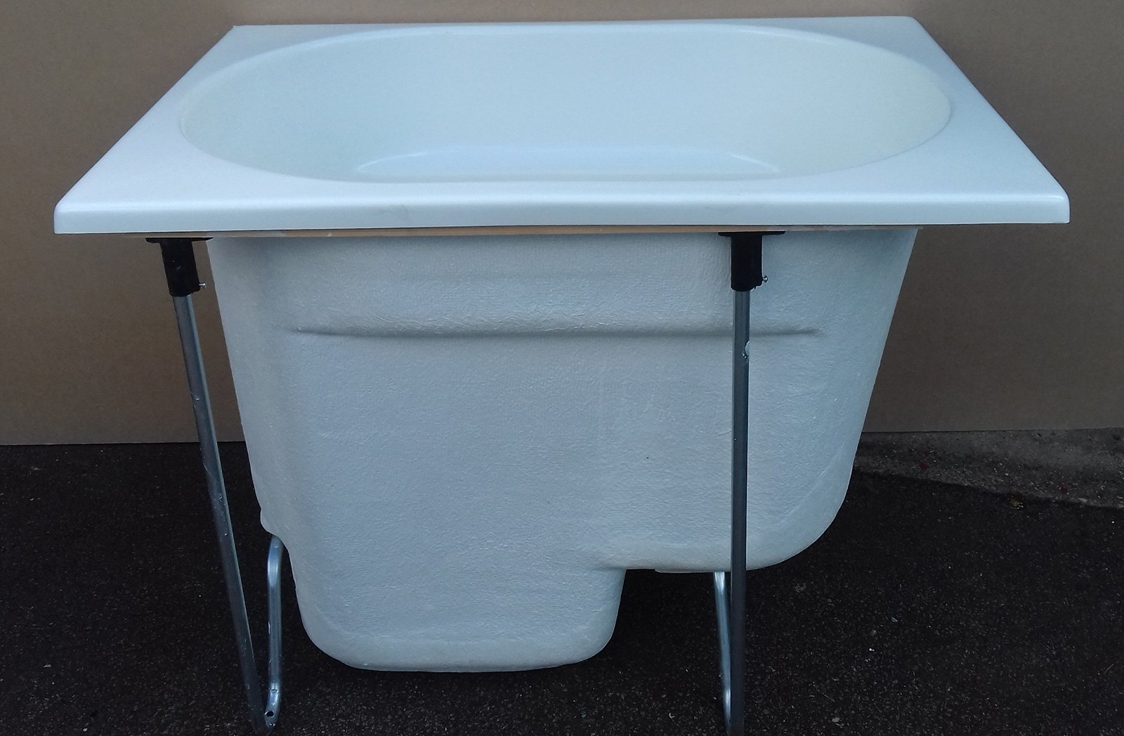 The Showa Bath - Compact Range Deep Soaking Bath