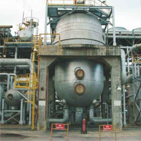 A photograph of a converter in which methanol is being produced from synthesis gas, a mixture of carbon monoxide and hydrogen