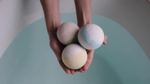 make your own DIY bath bombs