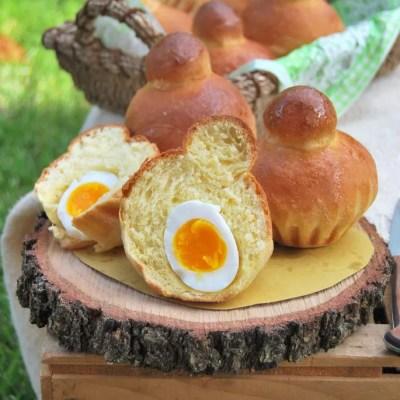 Brioches al formaggio con sopresa… ripiene di uova!