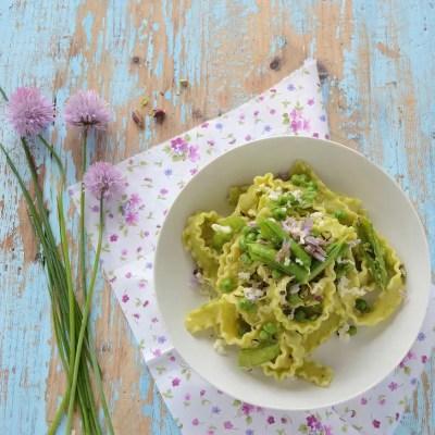 Pesto (senza sprechi) di pisellini freschi ed erba cipollina
