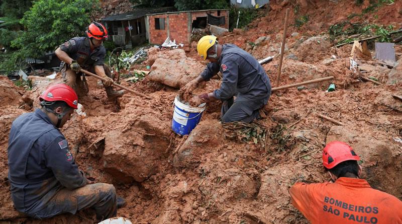 Número de mortos na Baixada Santista sobe para 18, diz Defesa Civil