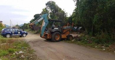 Fiscalização de Mongaguá contém invasão em área pública no bairro Jussara