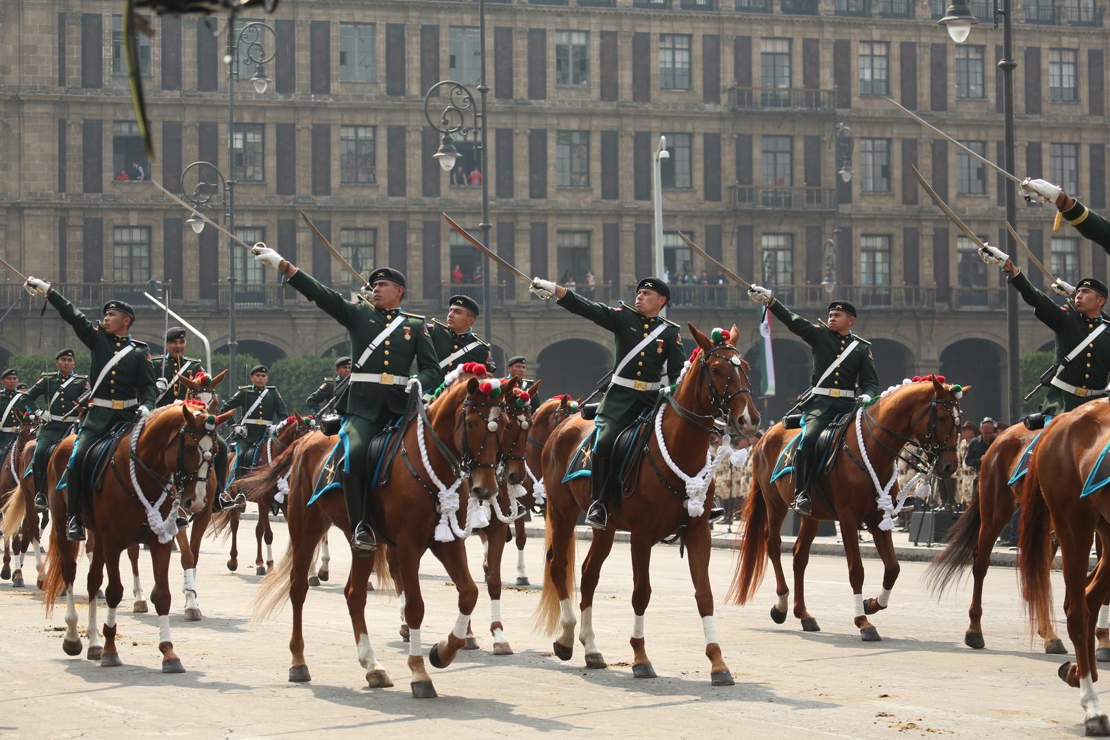 El contingente militar en el desfile del 20 de noviembre