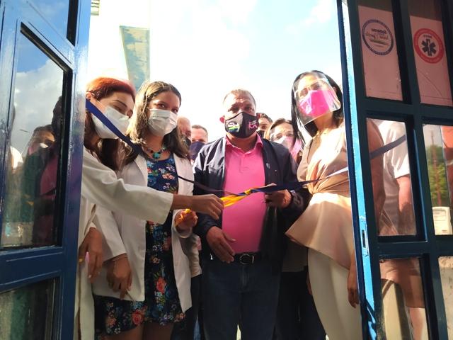 El mandatario regional puso en servicio la Unidad de Triaje Respiratorio en el hospital Dr. David Espinoza Rojas