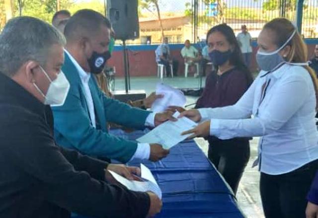 El mandatario regional reiteró que la región insular quedará libre de docentes contratados