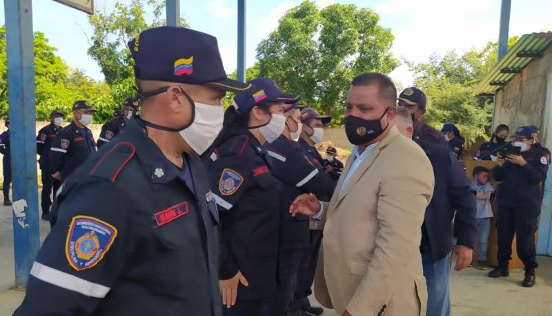 El mandatario regional anunció mejoras para los integrantes del Cuerpo de Bomberos