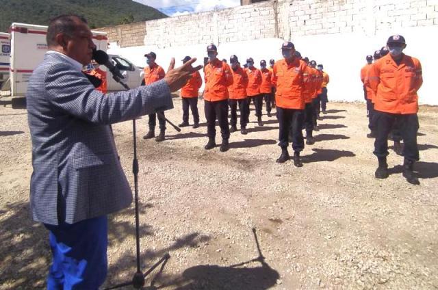 El mandatario regional dirigió su discurso a los funcionarios ascendidos