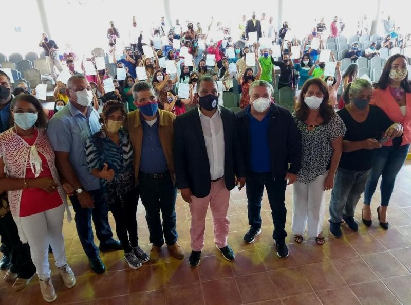 Docentes y bedeles de los municipios García y Maneiro, recibieron sus cargos fijos en el anfiteatro de Los Robles