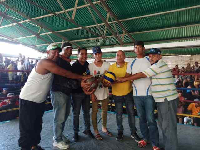 Los representantes de El Callejón recibieron material deportivo