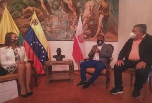 El gobernador Alfredo Díaz y el secretario general de Gobierno, Nicola Penna Millán, recibieron a la encargada de Negocios de Polonia, Milena Lukasiewicz