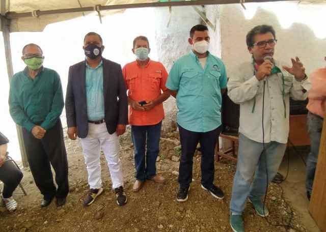 El gobernador Alfredo Díaz compartió con la dirigencia regional del MAS en sus 50 años de fundación