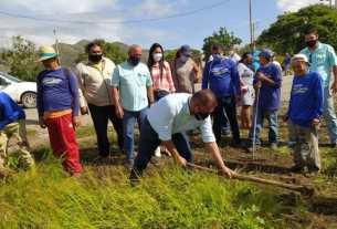 El gobernador Alfredo Díaz inspeccionó las labores de las cuadrillas de los hombres y azules