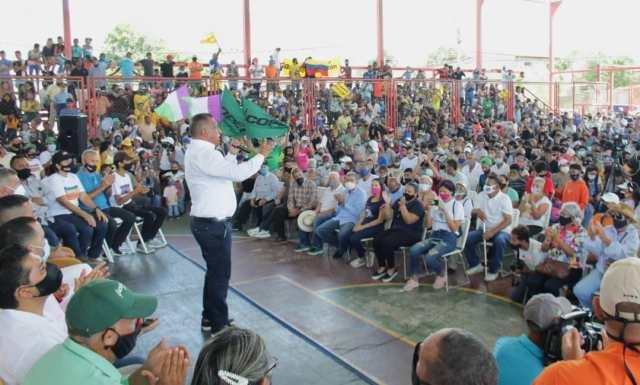 Alfredo Díaz sigue trabajando por su gente a pesar de las dificultades presupuestarias