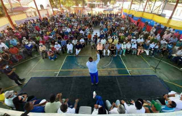 El gobernador Alfredo Díaz presentó los logros de gestión en Antolín del Campo, ante una nutrida concurrencia