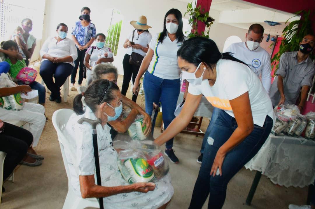 Madres recibieron kits de higiene personal y fórmulas lácteas para beneficio de sus hijos.