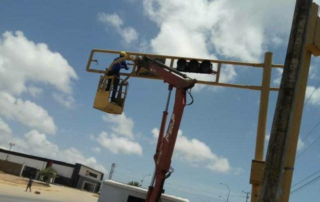 El Ejecutivo regional inició la reparación de la red de semáforos de la Isla