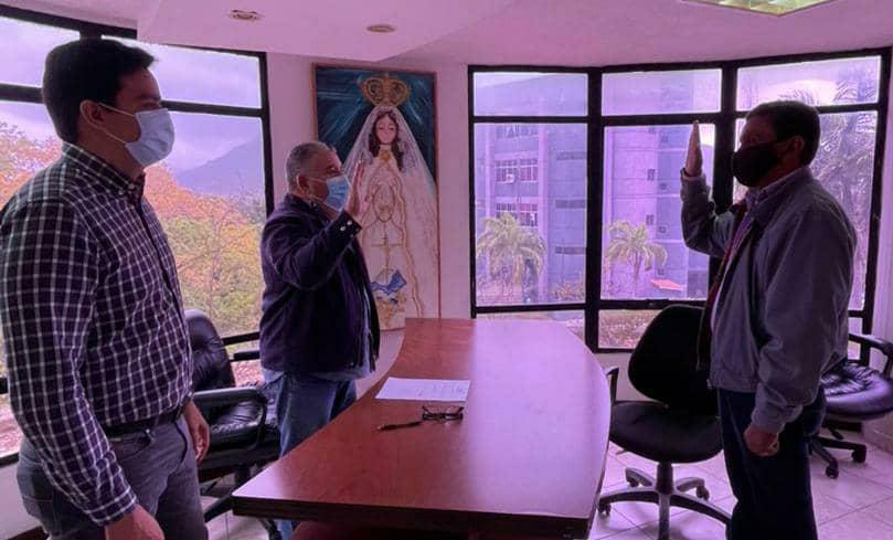 El secretario general de Gobierno, Nicola Penna Millán tomó juramento al nuevo prefecto de la parroquia El Valle