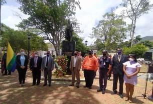 El Ejecutivo regional rindió honores al Padre de la Patria en la plaza Bolívar de La Asunción