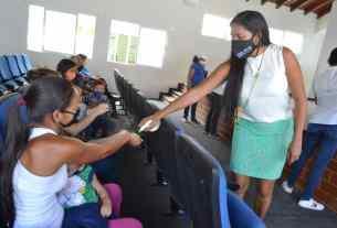 La Primera dama dando charlas a los niños con respecto a las medidas de bioseguridad