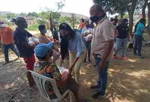 La Primera dama regional entregó canastillas a embarazadas y cestas de comida a adultos mayores en Altagracia, municipio Gómez