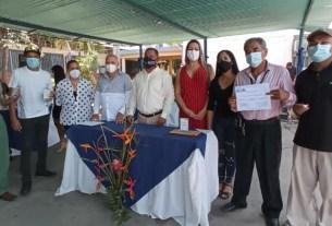 El gobernador Alfredo Díaz y Elesbán Gómez, Director de Salud entregaron reconocimientos a los profesionales sanitarios