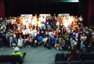 El gobernador Alfredo Díaz y la primera dama Leynys de Díaz, entregaron becas a unos 300 estudiantes para proseguir estudios universitarios