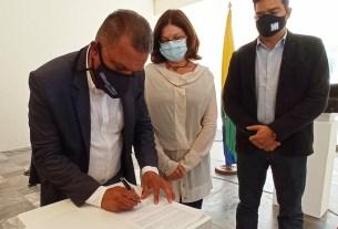 El mandatario regional firmó la reforma a los estatutos del museo Francisco Narváez